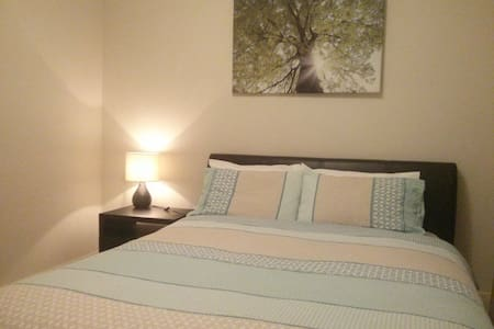 Modern,private room1 with onsite massage available - Werribee - House
