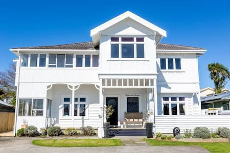Ashbrooke Manor Central City Living with Sea Views - New Plymouth