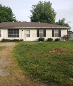 3 Bedroom one bath home - Jonesboro - Haus