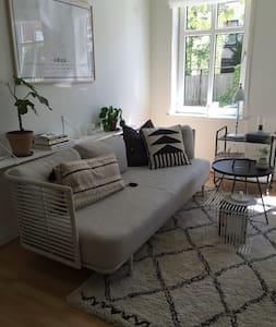 Centralt beliggende lejlighed med hyggelig have - Kolding - Appartement