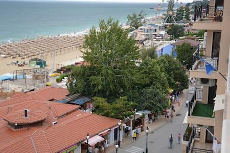 Black Sea Coast, Scottish Host! - Apartment
