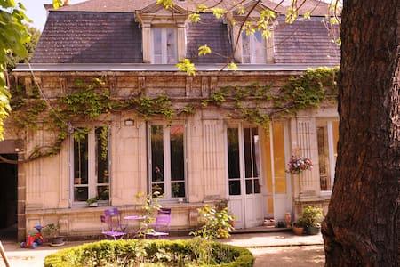 GRANDE MAISON  DE CARACTERE (IDEALE FAMILLE) - Haus