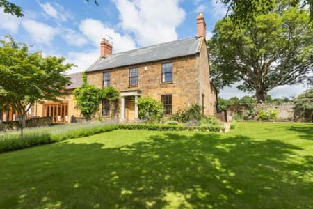 Farmhouse with Private Golf Course! - Adderbury