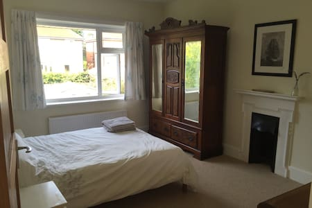 Sunny room in heart of Southbourne - Bournemouth