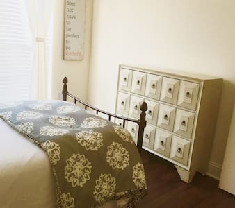 (B) Private bedroom close to DFW airport - Irving - Casa