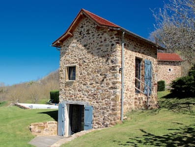 CHARMING DOVECOTE WITH HEATED SWIMMING POOL - Haus