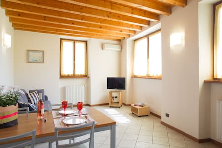 Cozy and light appartment in city centre Bardolino - Bardolino - Lägenhet