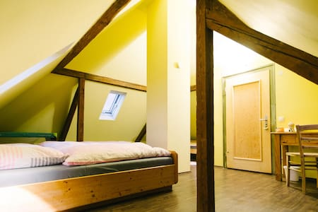 Charming Tower Room - Hochdorf-Assenheim