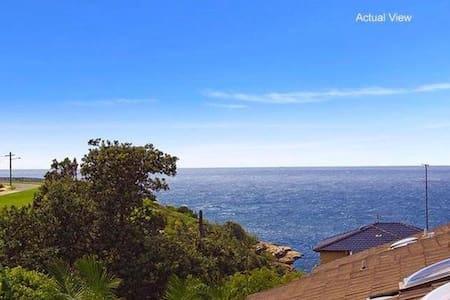 Sea views, sun filled! Walk to Bondi Beach - Apartment