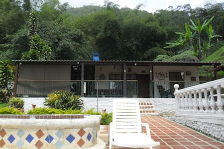 cabana en finca a 23 kms de cali - Cabane