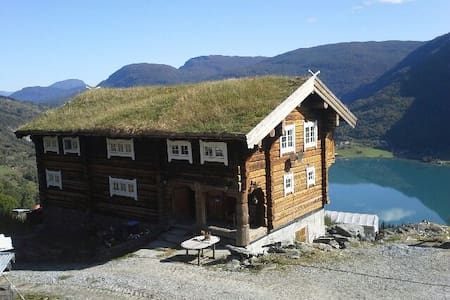 Large notched house on farm - Sogndal - Casa