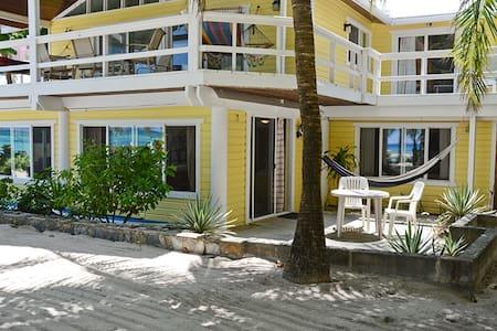 St. Mac`s Beachfront Apartment - Lakás