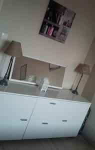 Chambre Calme à prix chaleureux - Feyzin - Apartment
