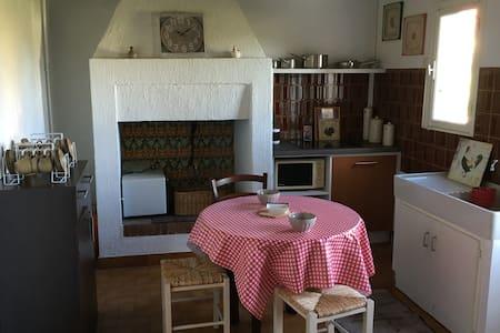 Gîte à la campagne - Valeuil - House
