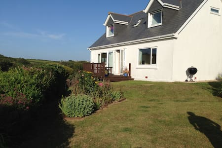 Top coastal Cottage near Padstow (8 guests, 1 dog) - House