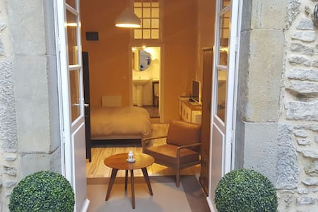 Bastide Chambre-Terrasse Aigle d'Or - Bed & Breakfast