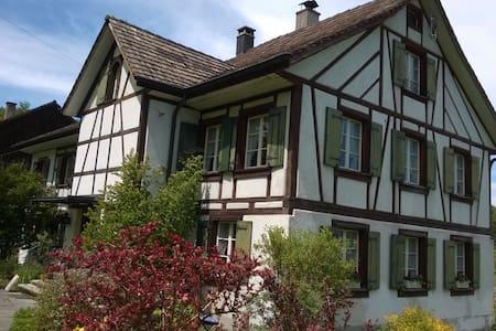 Doppel- u. Einzelzimmer - Wohnen im alten Landhaus - Hus