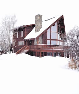 Private MountainSide Cabin w/HotTub - Steamboat Springs - Casa