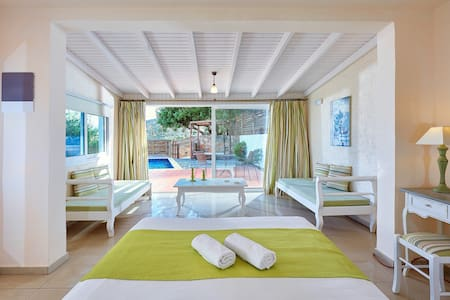 Elounda Eleon Suite with pr. Pool - Bungalow
