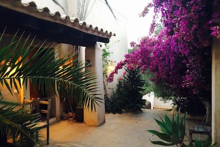 Charming 3 bedroom finca with pool - Cala Llonga - Talo