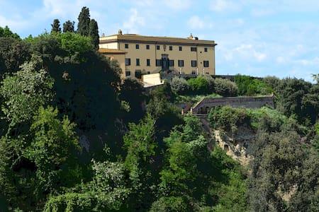 Villa Strozzi -Tenuta di Collegalli - Huvila