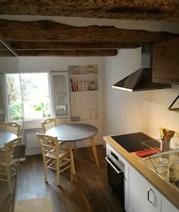 2 rooms, center of a small village near Cannes - Apartamento