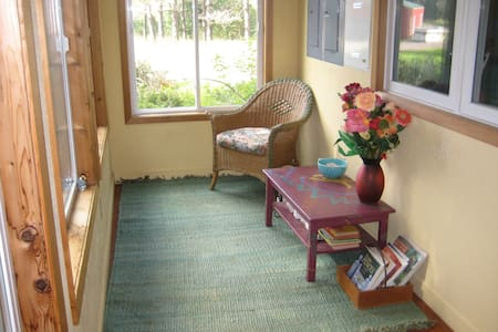 Two twin beds with matching quilts - Two Harbors - House