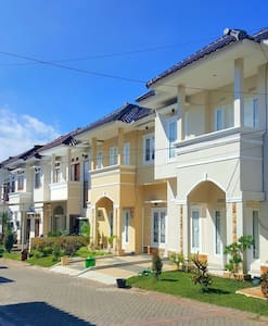 Villa 3 BR.. 50m From Museum Angkut - Willa