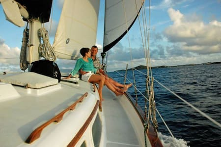Come sailing on the ultimate couples getaway - East End - Barca