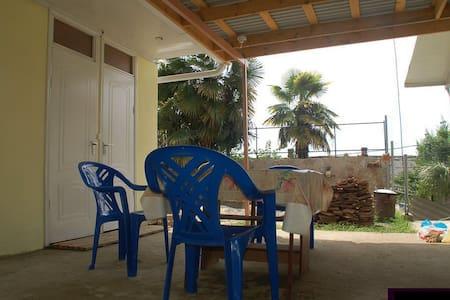 Сдам комнаты в уютном одноэтажном доме, у моря - Sochi - Bed & Breakfast