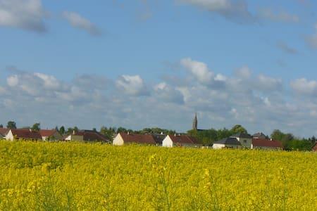 Chambre de 25 m2 à 10 km de Bourges - Ev