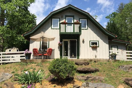 Peaceful Happy Sunny Clean Cottage - Cleveland - Kabin