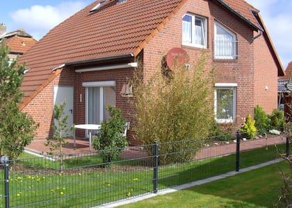 Excellent eingerichtetes Haus in Norddeich - Hus