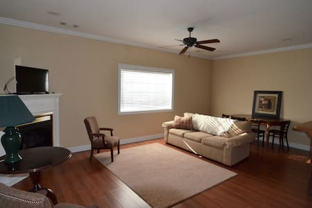 One Bedroom in Downtown Statesboro - Apartamento