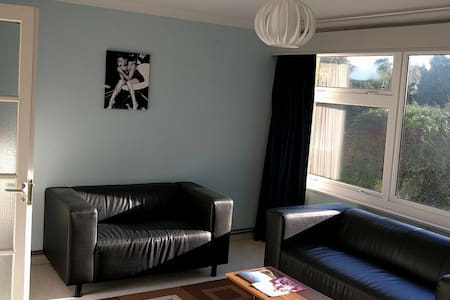 Intro Offer 1 - Contemporary Flat in Leatherhead - Leatherhead