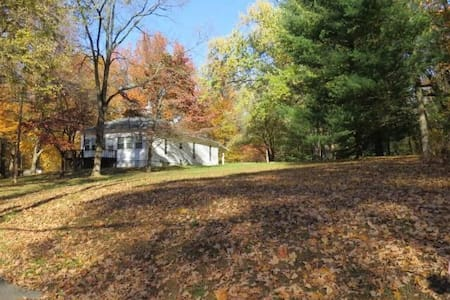 Cottage in the woods close to downtown Louisville - Clarksville