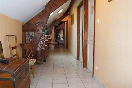 Chambre tranquille dans corps ferme - Saint-Christophe-Vallon