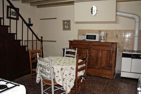 Cosy village house ideal for families - Roussines