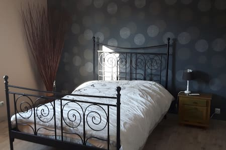 chambre spacieuse - Saône - Bed & Breakfast