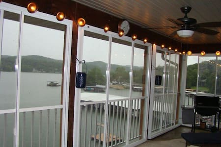 Lakefront Ozark Condo. Great View. Full Amenities - Camdenton - Appartement