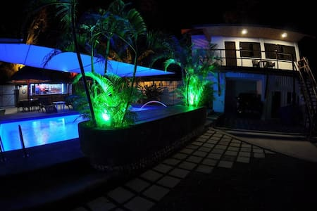 Parrot Resort Standard Room 4 - Moalboal - Bed & Breakfast