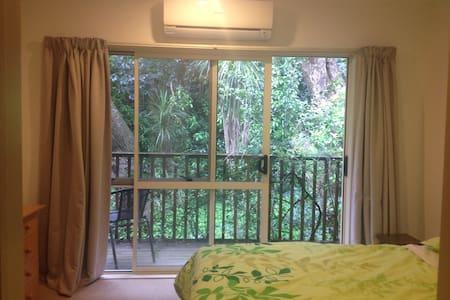 Cozy double room in quiet home - Auckland