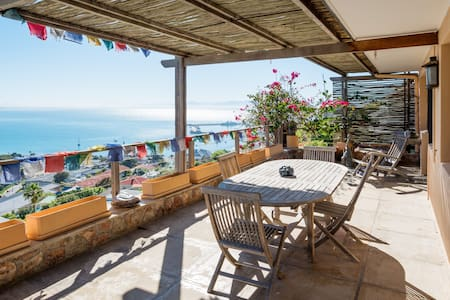 Mountain &  Sea views - Appartement