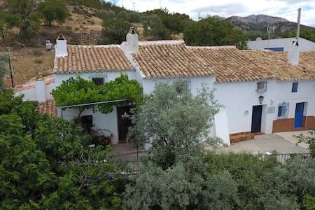 Castril Cortijo El Villar: wildlife and walking - House