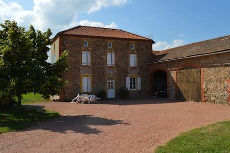 Maison en pierre dans ferme de 1900 - Casa
