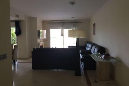 Casa en prestigiosa urbanización San Roque Club - Apartamento
