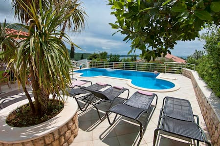 Luxurious Seaview Villa with Pool, Plat apt.1 - Plat