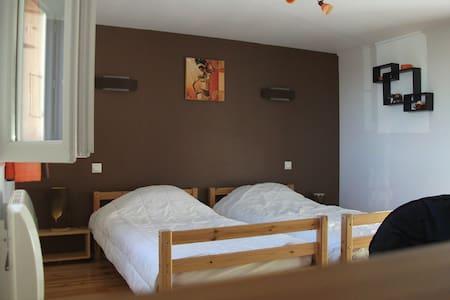 Chambre à 2 lits tout confort - Sanvensa - House