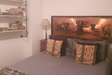 Great one-bedroom flat just off Berkeley Square - London - Apartment