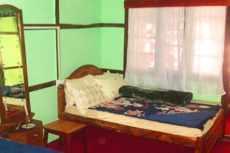 Enjoy the Heritage Homestay right in Town - Pakyong - House